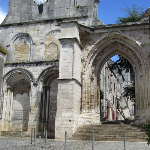Portail et clocher Sainte-Croix