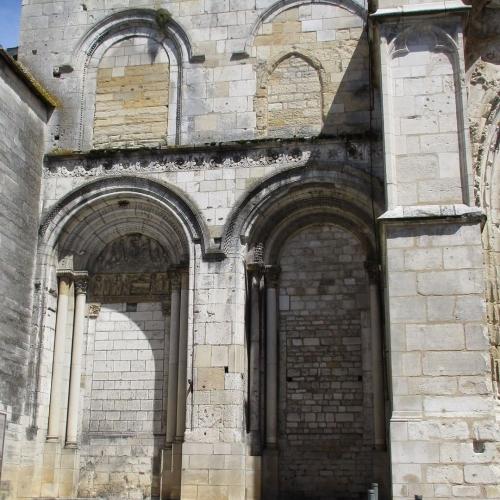 Tympan clocher Sainte-Croix