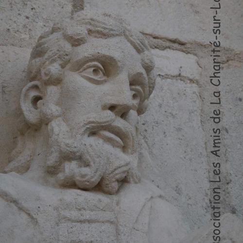 Statuaire sur le clocher des Bertranges