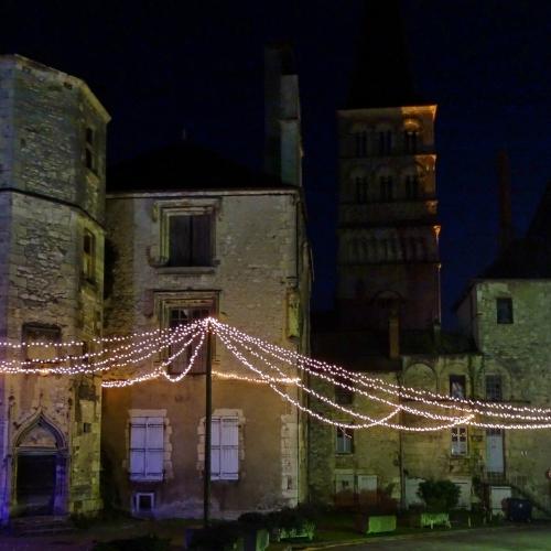 Cour du château, logis du prieur